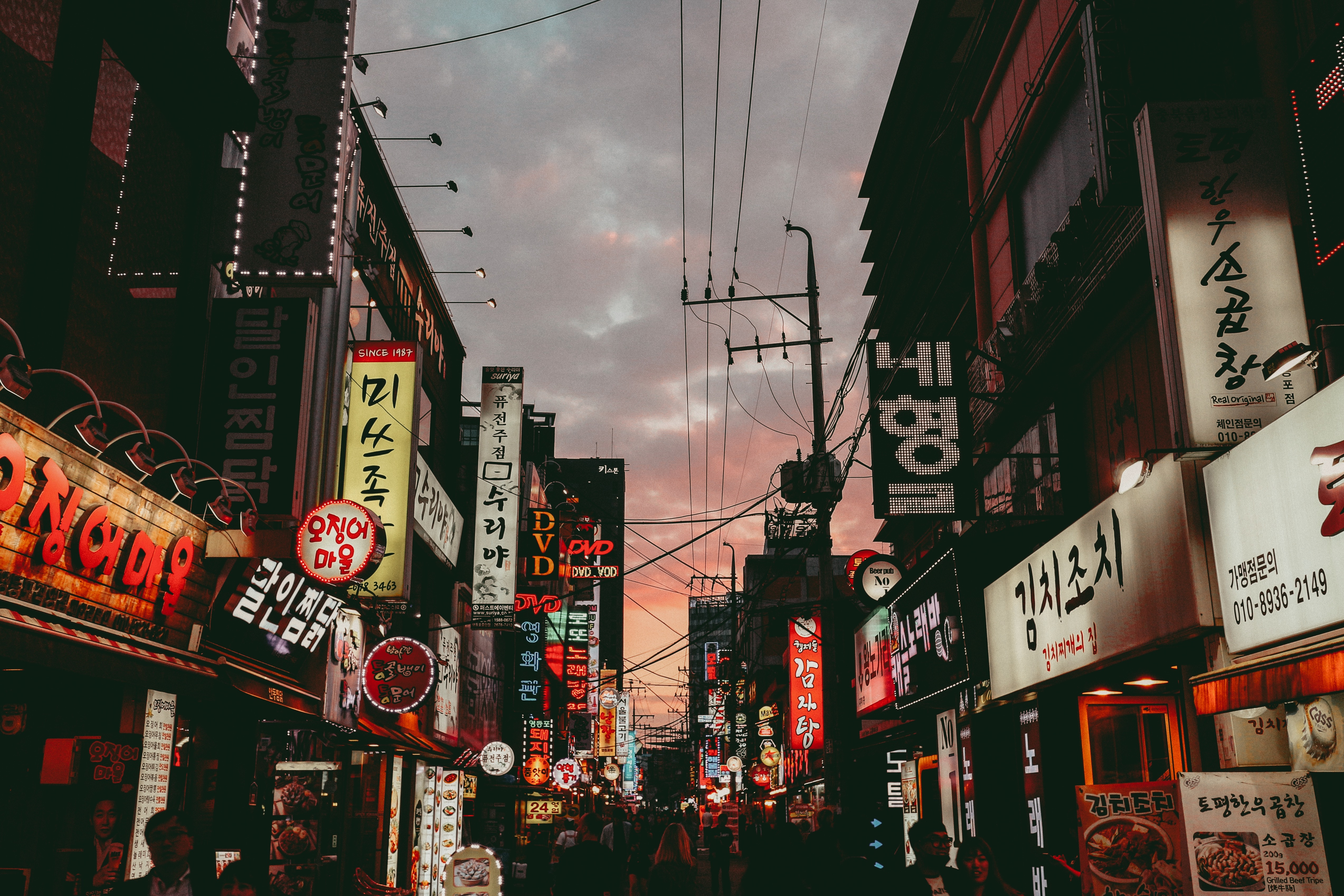 A shot of a Seoul street, taken at sunset.